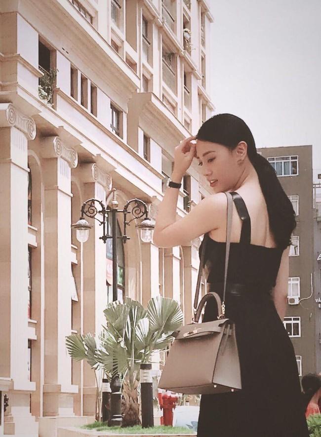Đã không còn là gái quê nghèo khổ, Quỳnh Búp Bê ngoài đời có hẳn đồng hồ 400 triệu và tủ túi hiệu cao cấp - Ảnh 4.