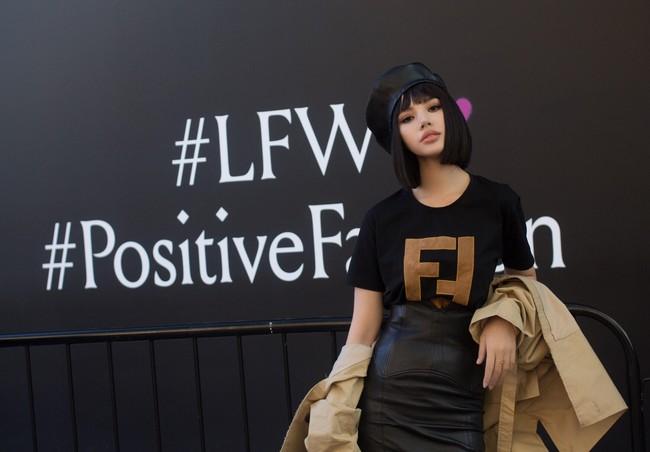 Kỳ Duyên và Jolie Nguyễn: Cạch mặt nhưng vẫn mua hàng hiệu giống nhau, style lại như chị em sinh đôi! - Ảnh 2.