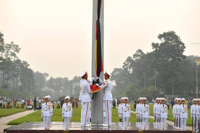 [CẬP NHẬT] Lễ thượng cờ rủ Quốc tang cố Tổng Bí thư Đỗ Mười - Ảnh 9.