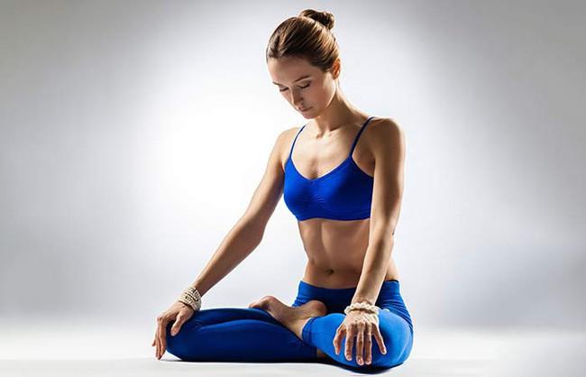 Những tư thế yoga giúp bảo vệ, cải thiện sức khỏe của gan - Ảnh 1.