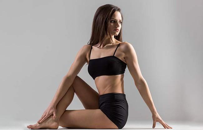 Những tư thế yoga giúp bảo vệ, cải thiện sức khỏe của gan - Ảnh 2.