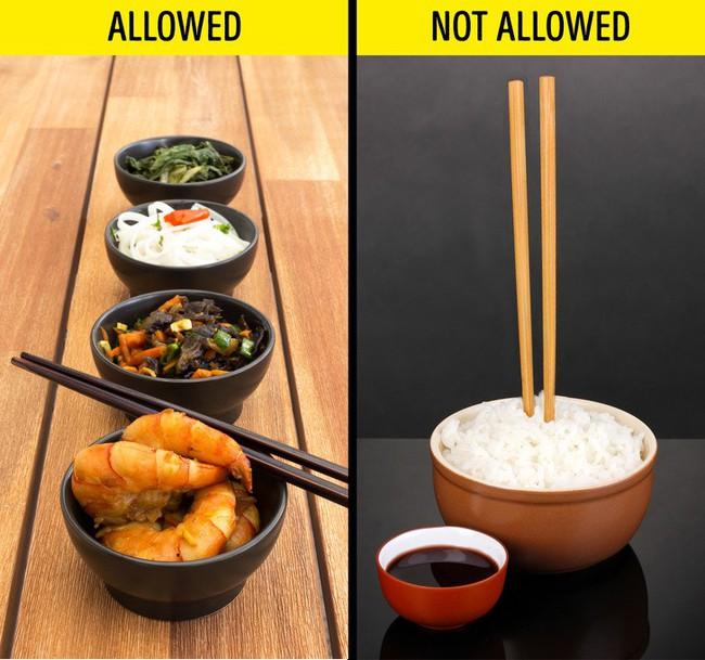 8 quy tắc ăn uống ôi thật bất ngờ cần chú ý khi du lịch nước ngoài - Ảnh 8.