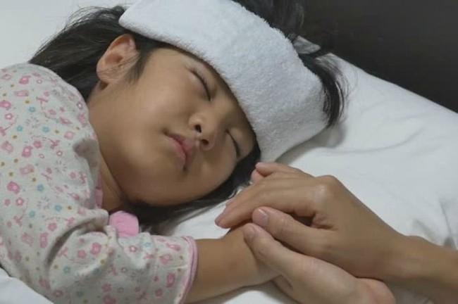 Tưởng con chỉ bị cảm cúm thông thường, mẹ không ngờ con mắc phải chứng bệnh thần kinh ảnh hưởng nghiêm trọng tới não bộ - Ảnh 4.
