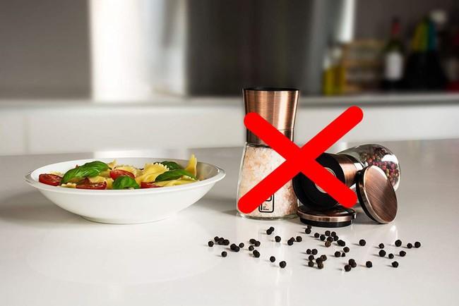8 quy tắc ăn uống ôi thật bất ngờ cần chú ý khi du lịch nước ngoài - Ảnh 4.