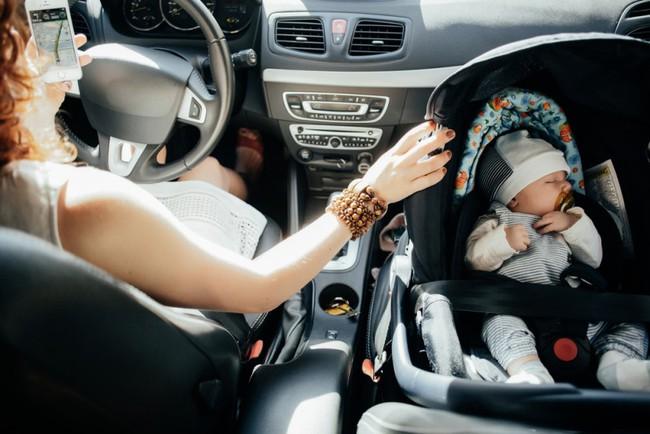Thót tim cảnh bé trai 2 tuổi rơi ra khỏi ô tô xuống đường cao tốc, sự bất cẩn của phụ huynh có thể phải khiến con em trả giá - Ảnh 3.