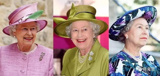 Liên tục thay đổi màu sắc trang phục, duy chỉ có món đồ này là Nữ hoàng Anh hết mực chung tình từ thời trẻ đến tận bây giờ - Ảnh 3.