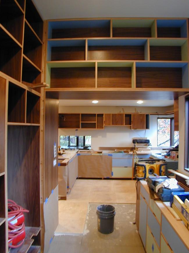 Mỗi căn một kiểu nhưng sau cải tạo, 2 phòng bếp này đều đẹp và tiện dụng đến bất ngờ  - Ảnh 2.