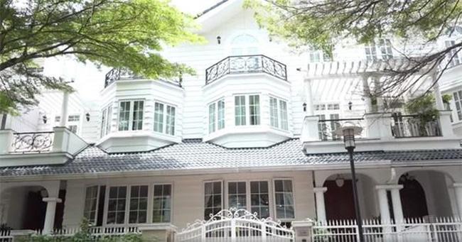 Ngắm biệt thự xa hoa rộng 200m², nơi Dương Cẩm Lynh từng sống trước khi ly hôn chồng đại gia - Ảnh 1.