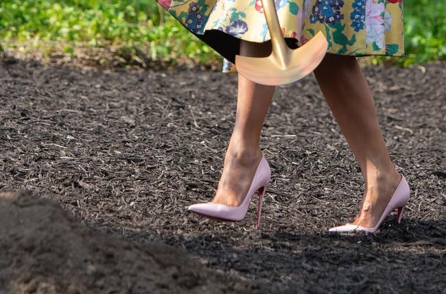 Những lần bà Melania Trump bị chỉ trích đã chứng minh: Mặc đẹp thôi chưa đủ, trang phục còn cần phải hợp hoàn cảnh nữa - Ảnh 8.