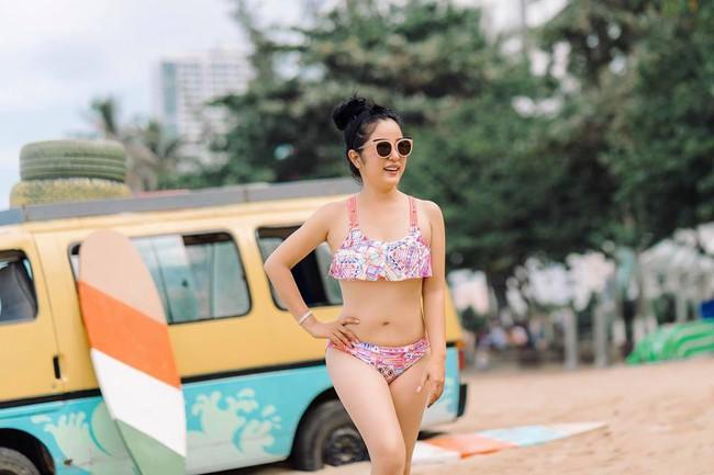 42 tuổi, danh hài Thúy Nga vẫn tự tin diện bikini khoe dáng sexy trên bãi biển - Ảnh 2.