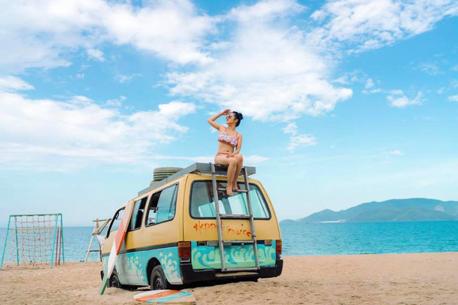 42 tuổi, danh hài Thúy Nga vẫn tự tin diện bikini khoe dáng sexy trên bãi biển - Ảnh 9.