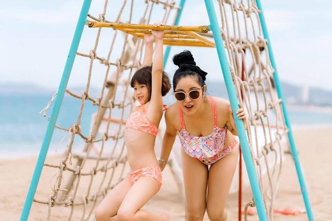 42 tuổi, danh hài Thúy Nga vẫn tự tin diện bikini khoe dáng sexy trên bãi biển - Ảnh 6.