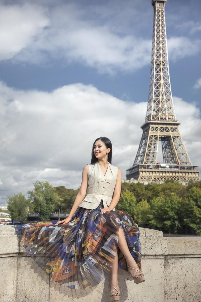 Choáng ngợp trước vẻ đẹp xuất thần của Hoa hậu Tiểu Vy trên đất Pháp sau sự kiện Vinfast - Ảnh 9.