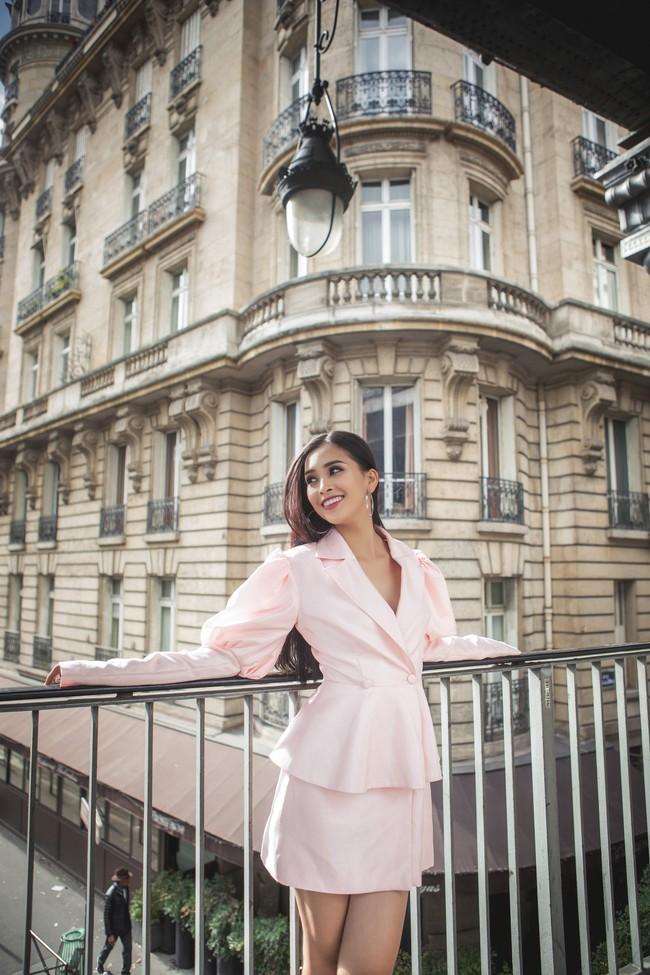Choáng ngợp trước vẻ đẹp xuất thần của Hoa hậu Tiểu Vy trên đất Pháp sau sự kiện Vinfast - Ảnh 11.