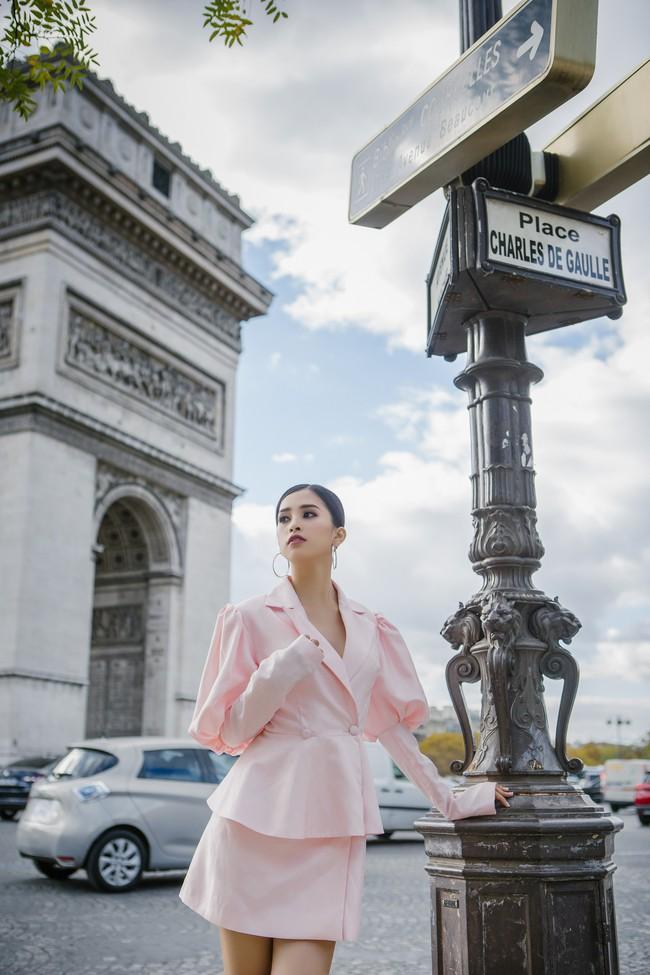 Choáng ngợp trước vẻ đẹp xuất thần của Hoa hậu Tiểu Vy trên đất Pháp sau sự kiện Vinfast - Ảnh 12.