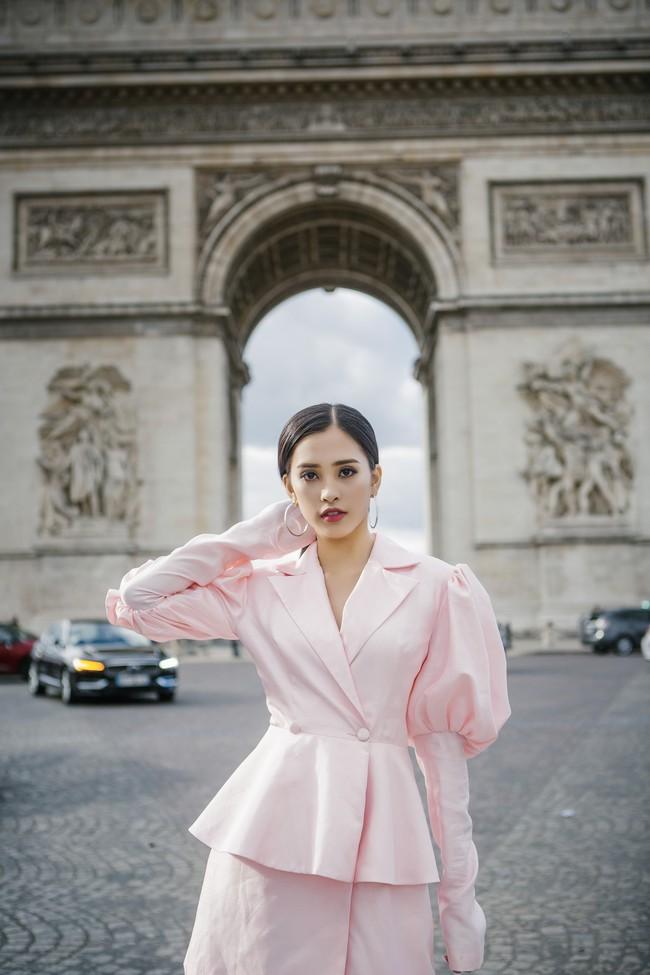 Choáng ngợp trước vẻ đẹp xuất thần của Hoa hậu Tiểu Vy trên đất Pháp sau sự kiện Vinfast - Ảnh 13.