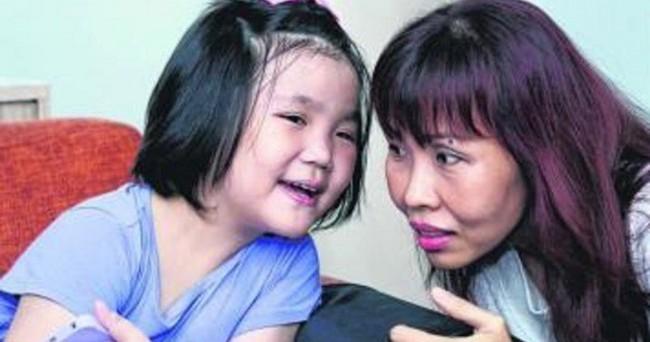 Con gái 7 tuổi bỗng đau bụng dữ dội, mẹ càng sốc hơn khi biết con bị bệnh ung thư tưởng chỉ phụ nữ trưởng thành mới mắc - Ảnh 1.