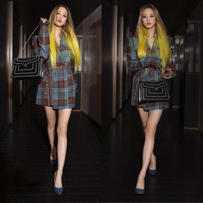 Tròn 38 tuổi, nhuộm tóc vàng chói lọi và ăn vận như idol tuổi đôi mươi, Han Ye Seul vẫn được netizen khen là Barbie ngoài đời thực - Ảnh 4.