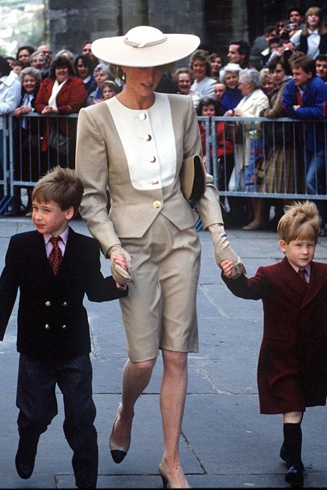 Đi đám cưới mà diện nào jumpsuit, nào menswear, Công nương Diana chính là khách mời Hoàng gia có style chất nhất - Ảnh 9.
