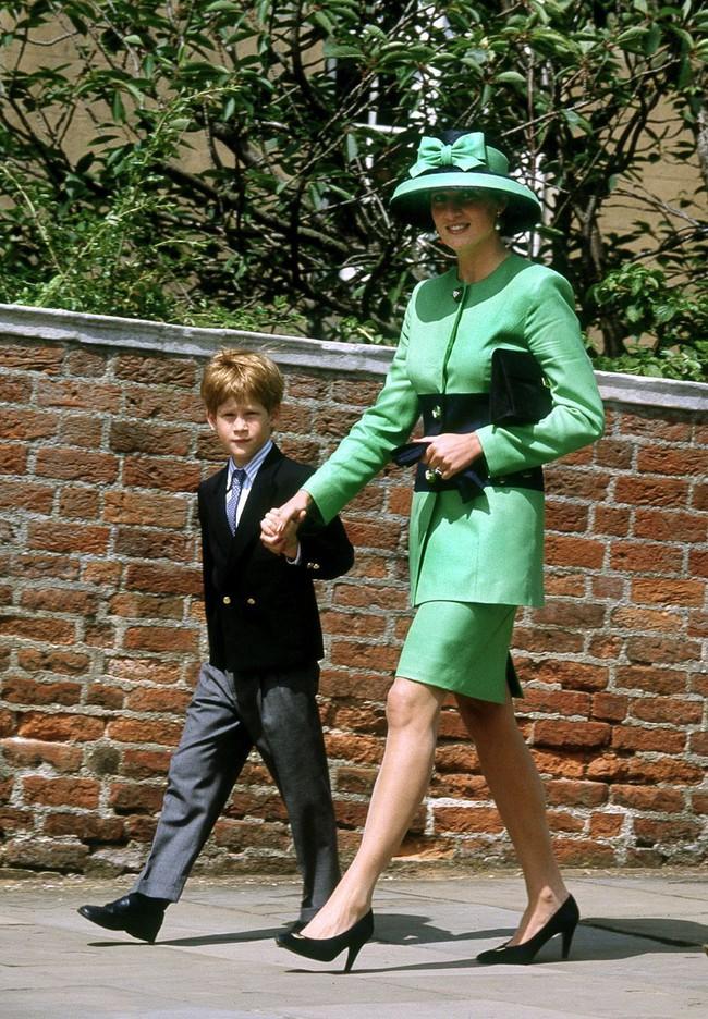 Đi đám cưới mà diện nào jumpsuit, nào menswear, Công nương Diana chính là khách mời Hoàng gia có style chất nhất - Ảnh 11.