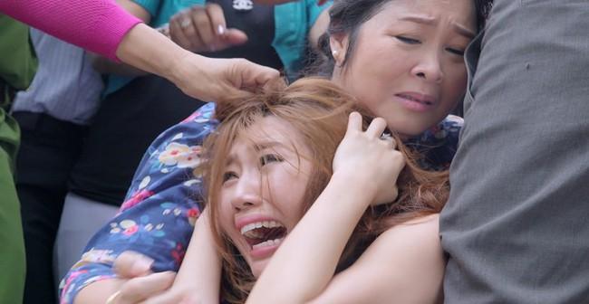 Gạo nếp gạo tẻ: Hân Hoa hậu ám ảnh khi bị hàng chục diễn viên quần chúng thi nhau đánh suốt 3 tiếng đồng hồ - Ảnh 8.