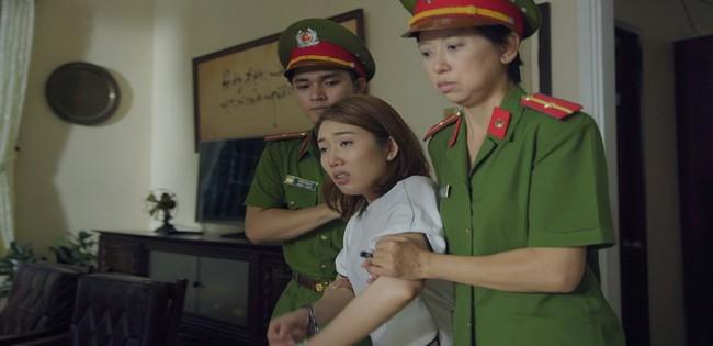 Gạo nếp gạo tẻ: Hân Hoa hậu ám ảnh khi bị hàng chục diễn viên quần chúng thi nhau đánh suốt 3 tiếng đồng hồ - Ảnh 3.