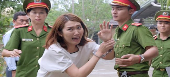 Gạo nếp gạo tẻ: Hân Hoa hậu ám ảnh khi bị hàng chục diễn viên quần chúng thi nhau đánh suốt 3 tiếng đồng hồ - Ảnh 7.