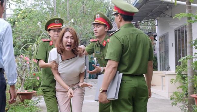 Gạo nếp gạo tẻ: Hân Hoa hậu ám ảnh khi bị hàng chục diễn viên quần chúng thi nhau đánh suốt 3 tiếng đồng hồ - Ảnh 6.
