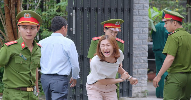Gạo nếp gạo tẻ: Hân Hoa hậu ám ảnh khi bị hàng chục diễn viên quần chúng thi nhau đánh suốt 3 tiếng đồng hồ - Ảnh 5.