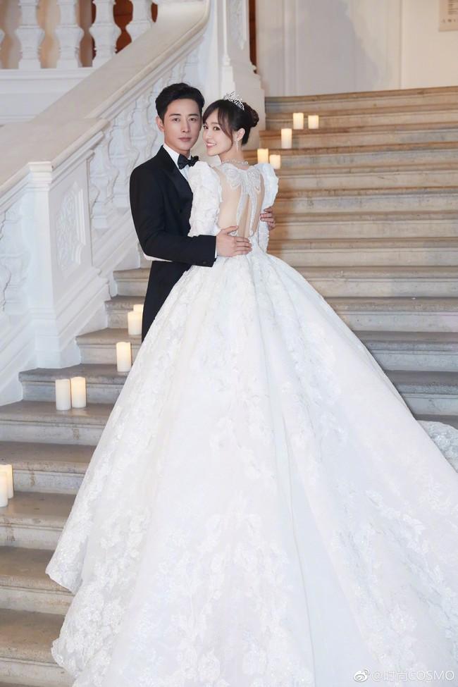 Cận cảnh váy cưới của Đường Yên: lộng lẫy như công chúa, tốn hơn 5.000 giờ thực hiện và ẩn chứa bí mật bất ngờ - Ảnh 2.