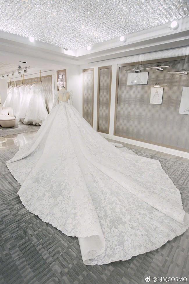 Cận cảnh váy cưới của Đường Yên: lộng lẫy như công chúa, tốn hơn 5.000 giờ thực hiện và ẩn chứa bí mật bất ngờ - Ảnh 4.