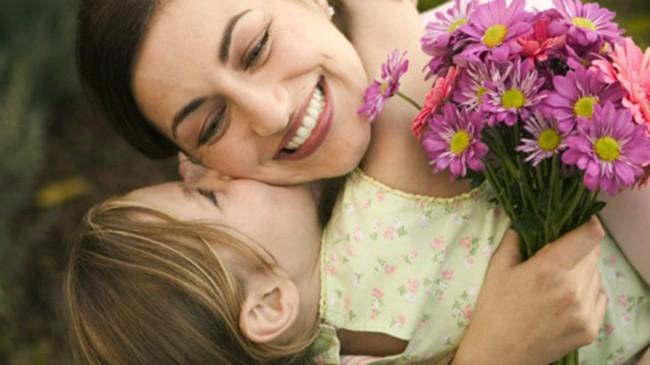 Nếu con thường xuyên có 4 hành vi này, phụ huynh hãy mở tiệc ăn mừng vì trẻ yêu mẹ vô cùng - Ảnh 2.