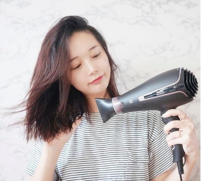 Nếu sấy xong thấy tóc cứ khô cong thì bạn đã không quan tâm đến những tip này - Ảnh 4.