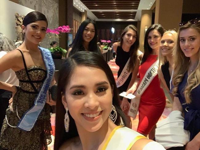 Hình ảnh đầu tiên tại Miss World 2018, chưa bao giờ thấy HH Tiểu Vy nóng bỏng, duyên dáng đến thế - Ảnh 2.