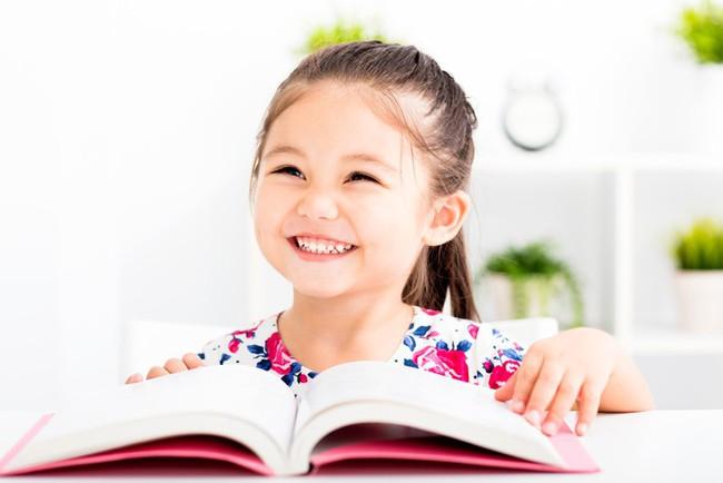 """Thay vì nói """"Con làm tốt lắm"""", đây là 9 câu nói mà các giáo viên Montessori thường dùng - Ảnh 1."""