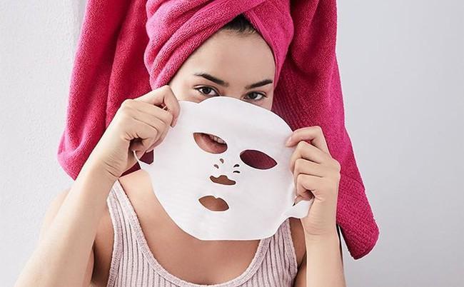 Không thích các loại mặt nạ giấy ướt nhẹp, các nàng có thể đổi gu sang dùng mặt nạ khô cực tiện này  - Ảnh 1.