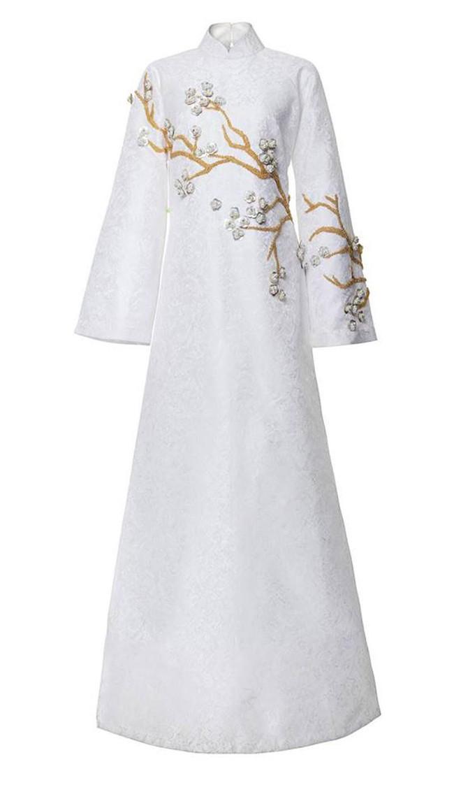 Uy nghiêm, sắc lạnh là thế nhưng Võ Hoàng Yến vẫn lép vế trước Phạm Hương khi đụng hàng tà áo dài trắng  - Ảnh 4.