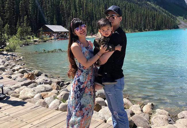 Sau 4 năm kết hôn, cặp đôi chồng xấu - vợ xinh đang có cuộc sống vô cùng hạnh phúc cùng con trai ở Canada - Ảnh 12.