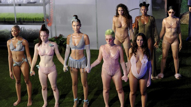 Lại một hạn to đến với Victorias Secret Fashion Show chỉ vì giám đốc lỡ mồm nói không với mẫu béo và chuyển giới - Ảnh 3.