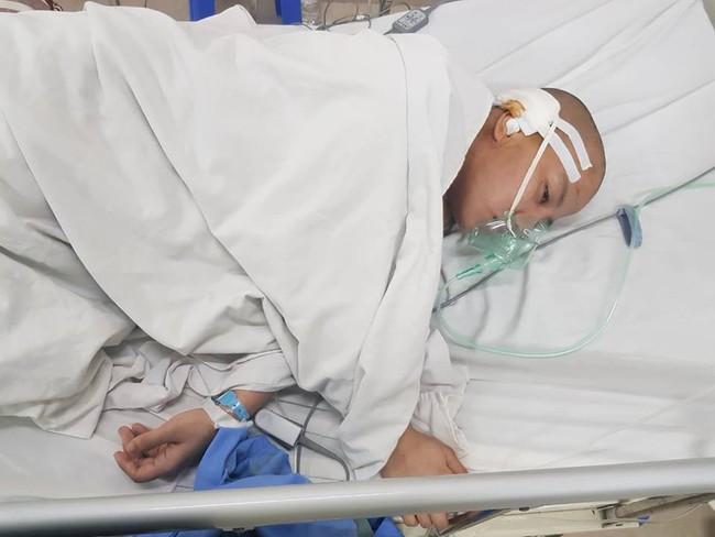 Người mẹ mắc bệnh u não bị đẻ rơi trên taxi rồi rơi vào tình trạng nguy kịch - Ảnh 4.