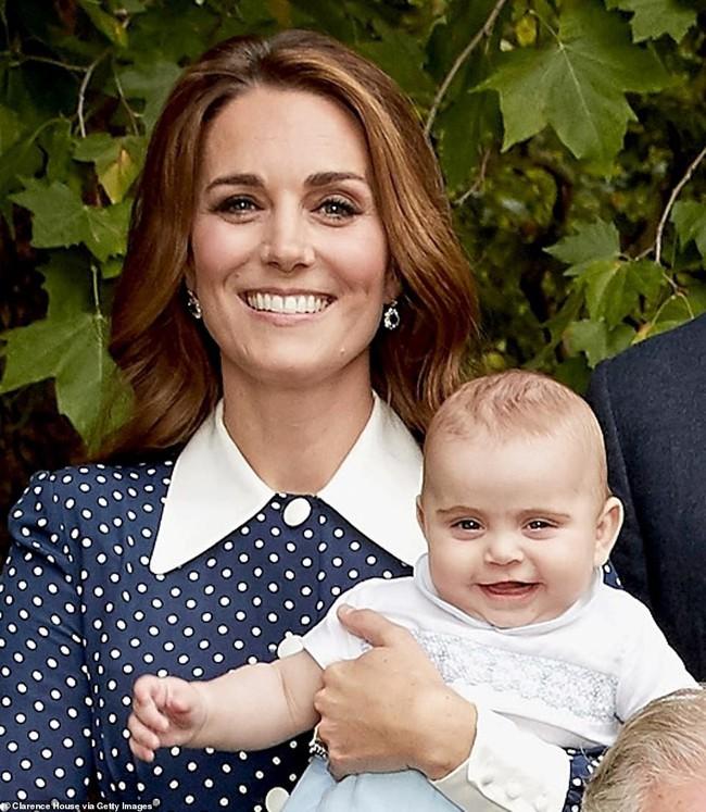 Người hâm mộ lịm tim trước hình ảnh mới nhất của Hoàng tử Louis, Công nương Kate cuối cùng đã thoát khỏi phận đẻ thuê - Ảnh 1.
