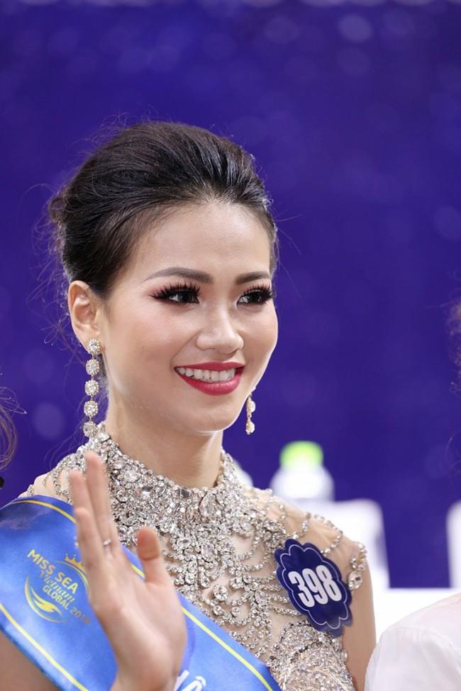 Thừa nhận tiêm thẩm mỹ, nhan sắc của Phương Khánh đã thay đổi thế nào để trở thành Tân Hoa hậu Miss Earth 2018 - Ảnh 6.
