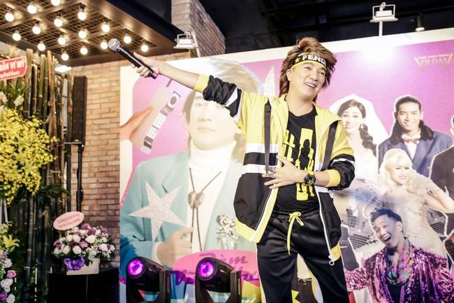 Đàm Vĩnh Hưng mời cả showbiz đóng MV, khẳng định vẫn còn ở đỉnh vinh quang - Ảnh 2.
