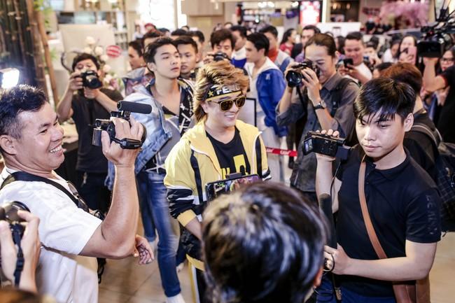 Đàm Vĩnh Hưng mời cả showbiz đóng MV, khẳng định vẫn còn ở đỉnh vinh quang - Ảnh 3.