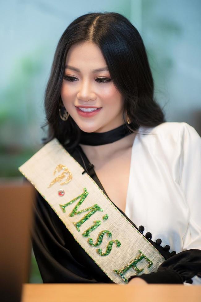 Phương Khánh và Hương Giang: 2 Hoa hậu chiến thắng oanh liệt đã có cuộc đối đầu nảy lửa - Ảnh 2.