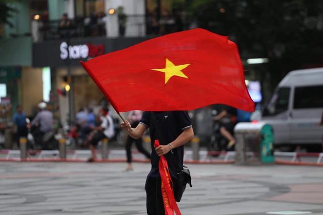 AFF CUP: Việt Nam 2 - 0 Malaysia, người hâm mộ vui sướng cuồng nhiệt - Ảnh 42.
