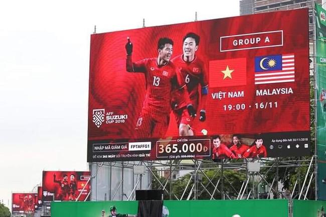 AFF CUP: Việt Nam 2 - 0 Malaysia, người hâm mộ vui sướng cuồng nhiệt - Ảnh 41.