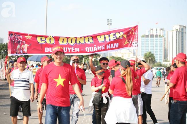 AFF CUP: Việt Nam 2 - 0 Malaysia, người hâm mộ vui sướng cuồng nhiệt - Ảnh 33.