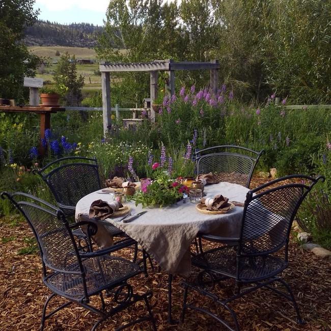 Cuộc sống đẹp như cổ tích của cặp vợ chồng trong căn nhà gỗ cùng mảnh vườn rộng 1.700m²  - Ảnh 15.