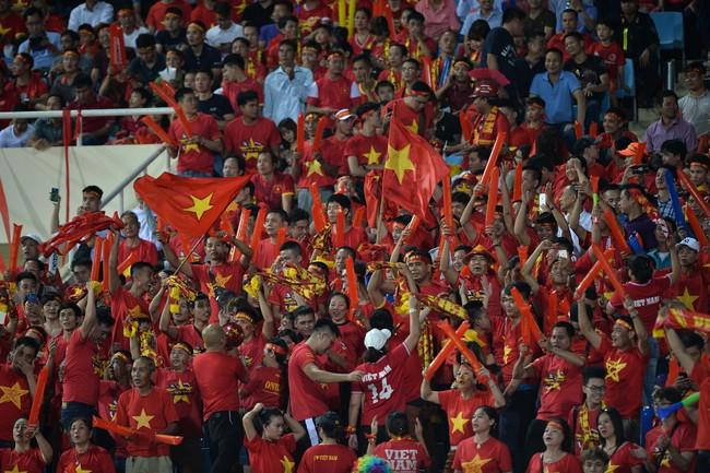 AFF CUP: Việt Nam 2 - 0 Malaysia, người hâm mộ vui sướng cuồng nhiệt - Ảnh 11.